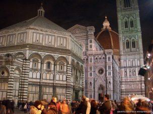 Muita gente para ver a Catedral de Santa Maria del Fiori