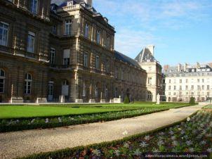 ao lado do Palácio de Luxemburgo