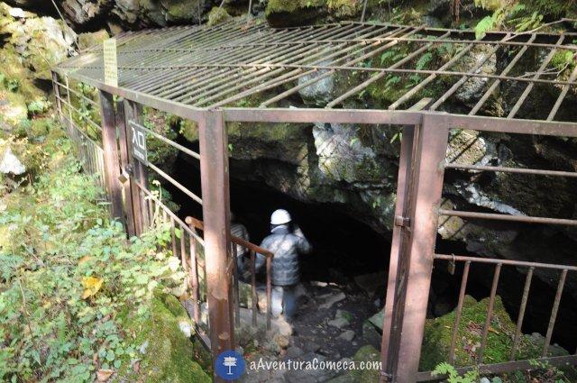 entrada bat cave japao fuji caverna