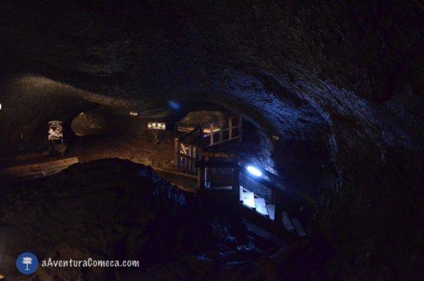 lava bat cave fuji japao