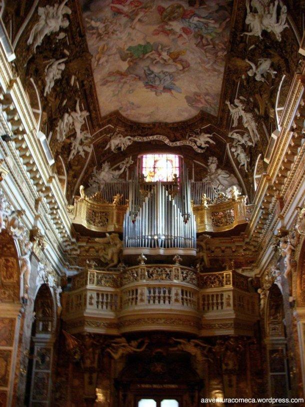 Igreja Santa Maria della Vitoria teto orgao