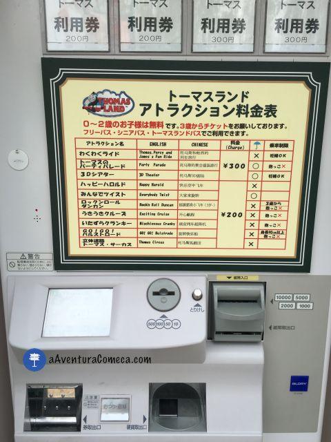 Tem essas máquinas automáticas do lado de cada atração. Aqui se compram os bilhetes avulsos.